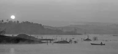 Sương sớm trên Hồ Đại Ninh - Morning dew on Lake Dai Ninh