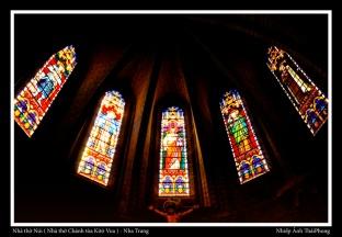 Ảnh chụp bên trong nhà thờ Đá hay nhà thờ Núi