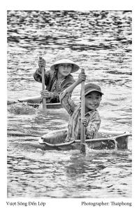 Vượt sông đến lớp