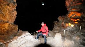 Hang động trên vịnh Hạ Long
