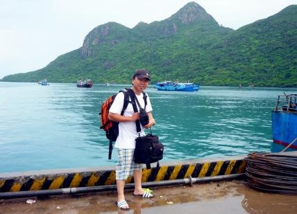 Đứng trên cảng Bến Đầm Côn Đảo