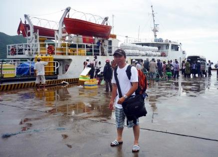 Chuẩn bị lên tàu về lại đất liền